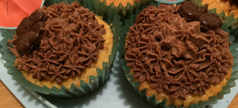Herbstliche Erdnussbutter-Cupcakes